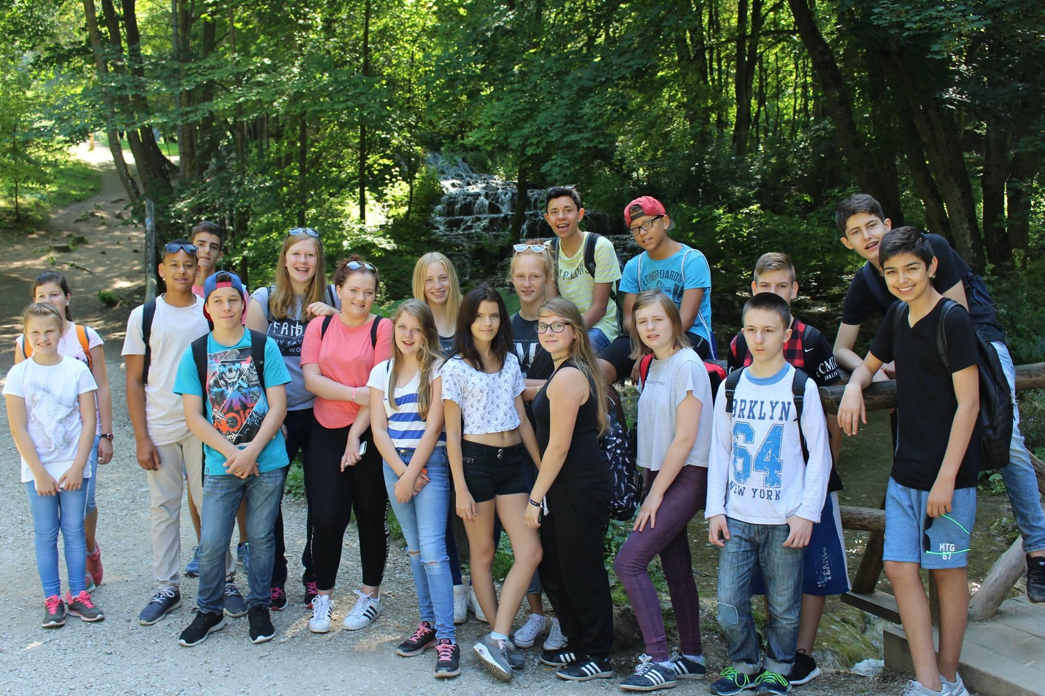 Gruppenfoto vor dem Schleierwasserfall