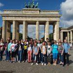 Gruppenfoto 2017 vor dem Brandenburger Tor