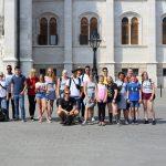 Gruppenfoto vor dem Parlament in Budapest