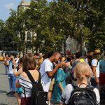 Kostenloses Wasser wird in Ungarn verteilt, welches gern von den Jugendlichen angenommen wird