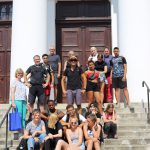 Gruppenfoto vor der Rundkirche in Szilvásvárad